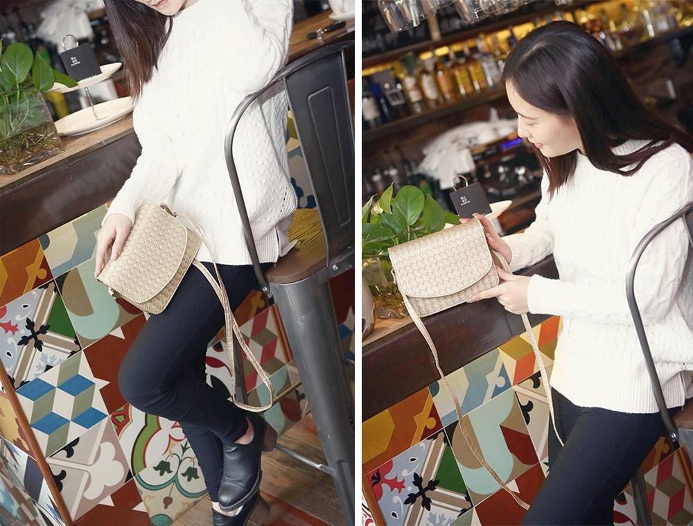 Плетеная женская сумка-почтальон с металлическим оттенком - 7