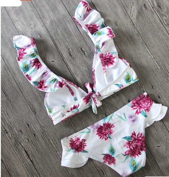 Цветочный раздельный купальник с крылышками на лифе и плавках - 6