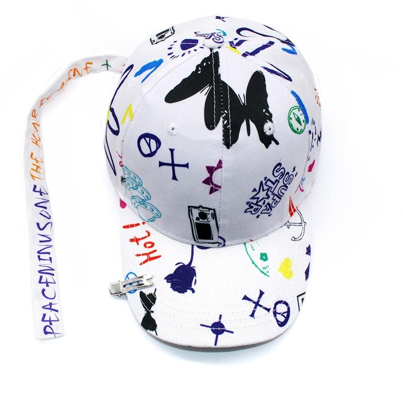 Кепка-бейсболка хлопковая с граффити в стиле аниме и длинной тесьмой (в наличии белая) - 9