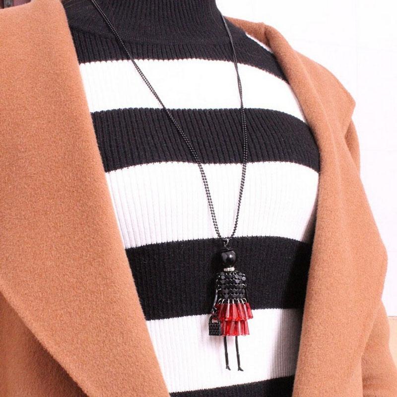 Подвеска кукла с сумочкой на длинной цепочке (в наличии черно-розовая) - 1