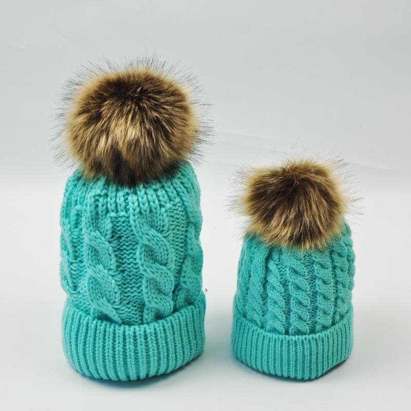 """Набор 2шт. вязанная косичкой теплая шапка с меховым помпоном """"Мама и я"""" - 2"""
